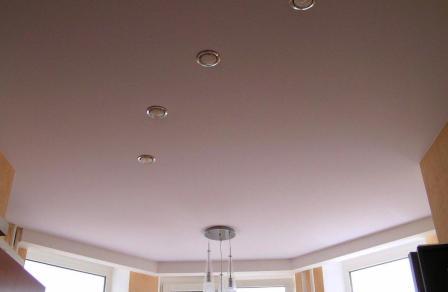 Натяжные потолки: особенности и достоинства