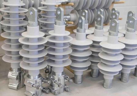 Из чего производятся полимерные изоляторы?